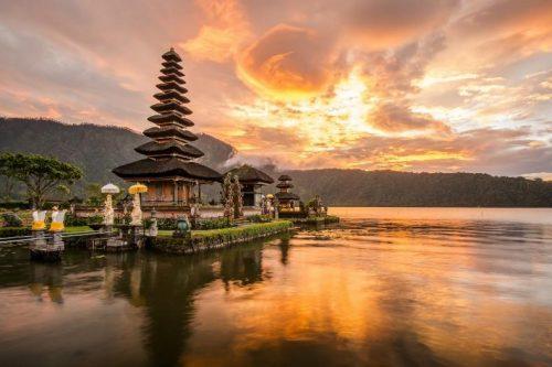 Salut de Bali, l'une des provinces en Indonésie qui sert la beauté !